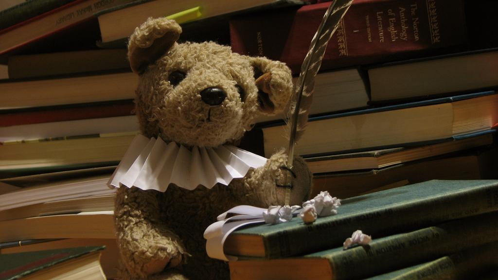urso shakespeare escrevendo