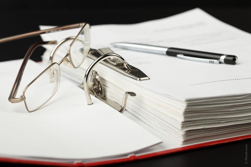 fichario caneta e oculos