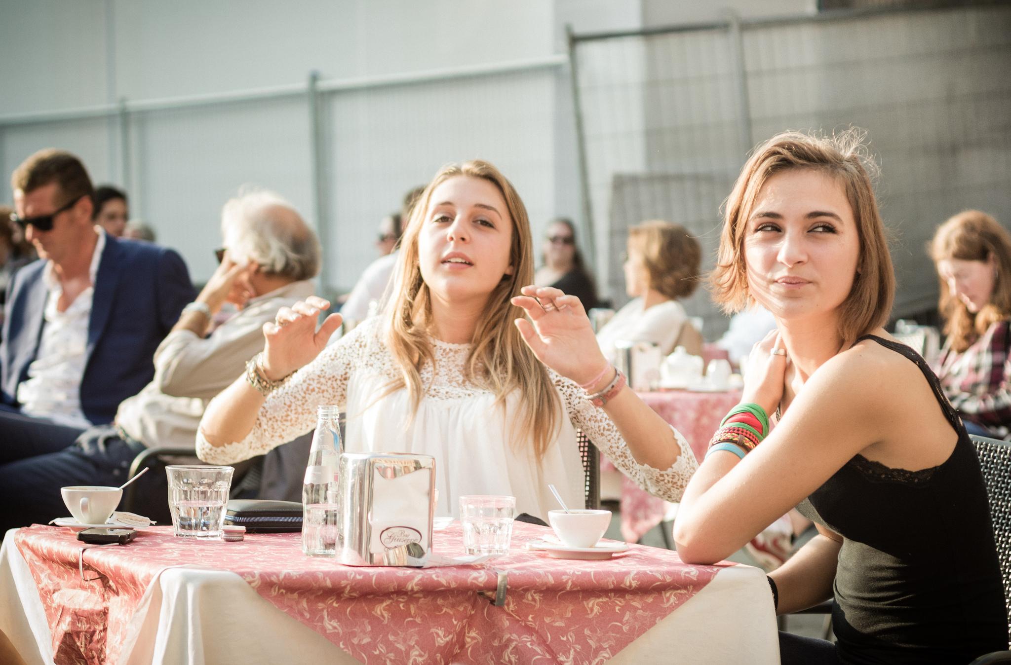 garotas conversando